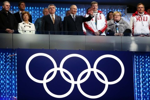(L-R) Former President of the International Olympic Committee (IOC) Jacques Rogge, Claudia Bach, International Olympic Committee (IOC) President Thomas Bach and President of Russia Vladimir Putin look on during the closing ceremony. (Ryan Pierse/Getty Images)