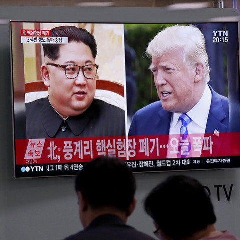 epa06759606 South Koreans watch a TV news broadcast showing US President Donald J. Trump (R) and North Korean leader Kim Jong-Un (L), at Seoul Station in Seoul, South Korea, 24 May 2018. North Korea has started to demolish its Punggye-ri facility, in the country's northeast, on 24 May, in front of some foreign journalists invited for the occasion. The event is seen as a goodwill gesture ahead of a possible USA-North Korea summit scheduled for 12 June 2018 in Singapore.  EPA-EFE/JEON HEON-KYUN